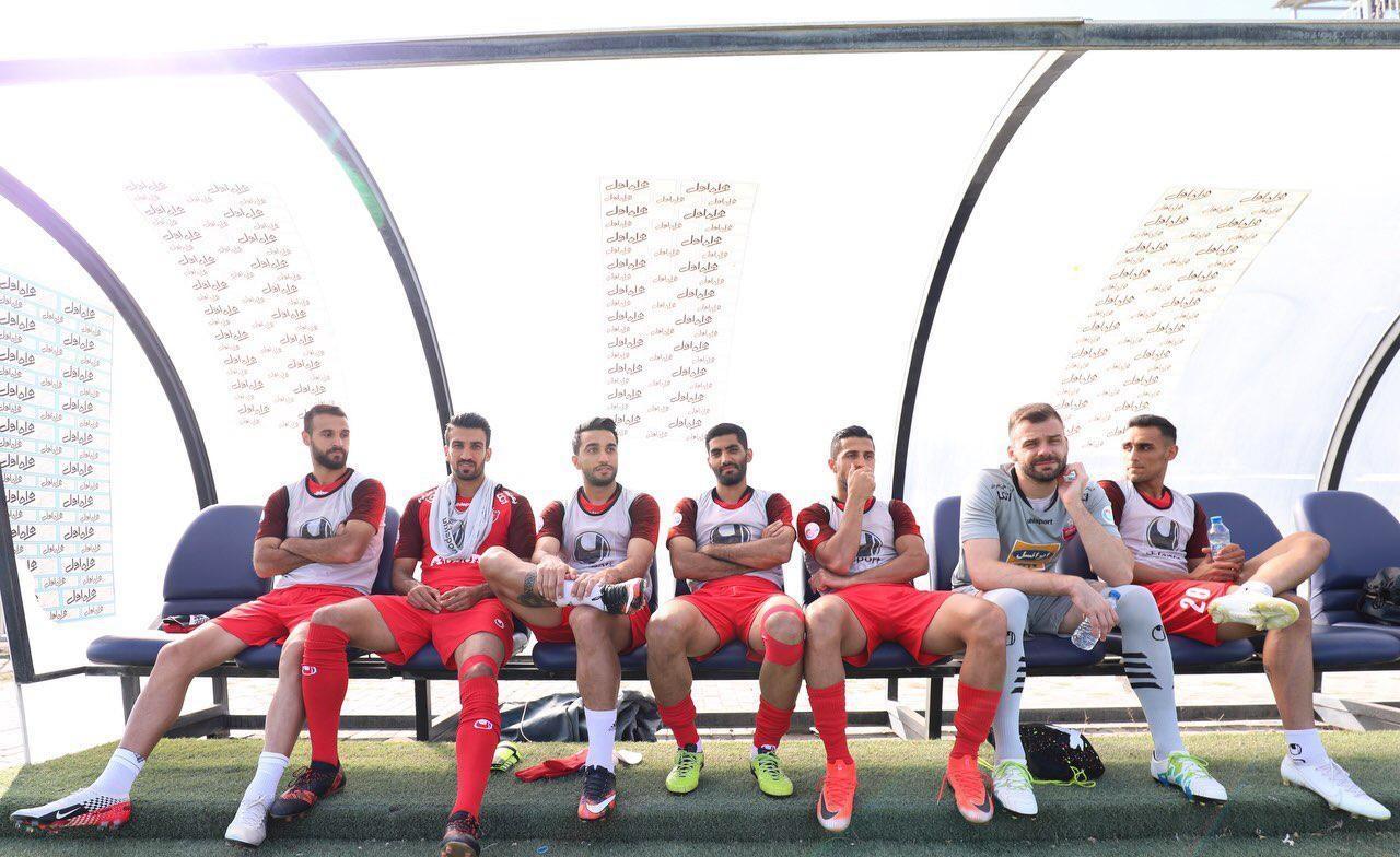 برای بازی پرسپولیس مقابل ماشینسازی در تبریز، گابریل کالدرون تصمیم جالبی گرفت و بخشی از بازیکنان ترکیب اصلی تیمش را به نیمکت ذخیرهها تبعید کرد.