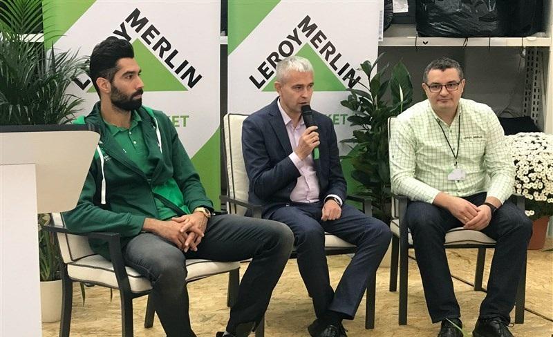 مراسم معارفه و نشست خبری سید محمد موسوی ، ملیپوش والیبال ایران در تیم جدید خود در لهستان به همراه رئیس هیئت مدیره و حامی مالی تیم، عصر جمعه برگزار شد.