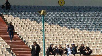 دیدار تیم های ایران و کامبوج تحتتاثیر حضور نزدیک به ۴۰۰۰ هوادار بانو در استادیوم آزادی است اولین تصویر از استادیوم آزادی ؛ بانوان وارد ورزشگاه شده اند.