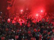 هواداران تیم تراکتور آذربایجان امشب با حضور پرشور خود در ورزشگاه بار دیگر سکوهای یادگار امام را به تسخیر خود در آوردند.