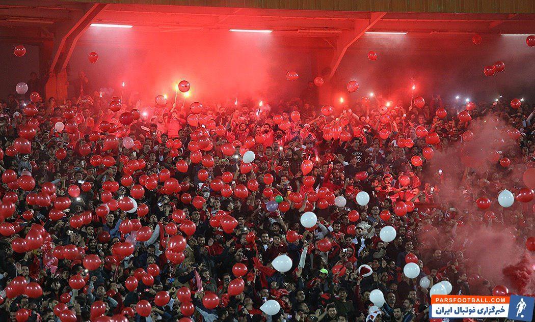 شعار یک صدای «عیبی یوخ» هواداران تراکتور در بازی برابر استقلال