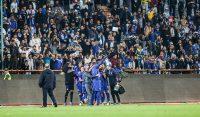 در ادامه رقابتهای هفته دهم لیگ برتر فوتبال ایران، استقلال از ساعت ۱۵:۳۰ دیروز (سهشنبه) در ورزشگاه آزادی به مصاف صنعت نفت آبادان رفت.