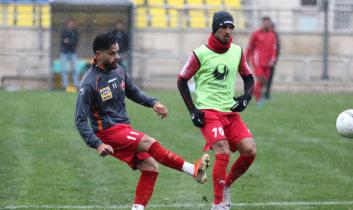 تمرین روز شنبه سرخپوشان پرسپولیس از ساعت ۱۱ امروز در ورزشگاه شهید کاظمی آغاز شد و با وجود سرمای شدید و بارش برف، بازیکنان زیر نظر کادر فنی تمرین کردند.