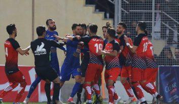 محمدمهدی نظری مهاجم تیم نساجی است محمدمهدی نظری گفت: استقلال و هوادارانش را دوست دارم، اما بازیکن این تیم در بازی به من توهین کرد.