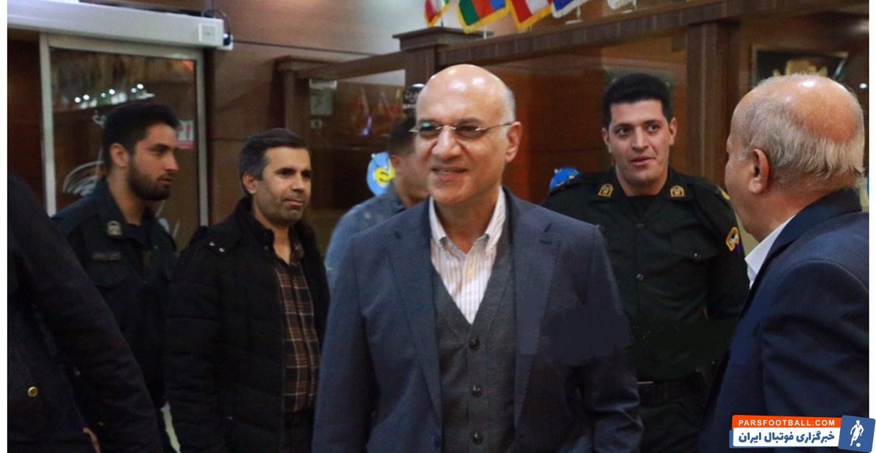 امیر حسین فتحی مدیرعامل باشگاه استقلال است امیر حسین فتحی در آستانه دیدار تیمش با سپاهان در اردوی این تیم در اصفهان حضور پیدا کرد.