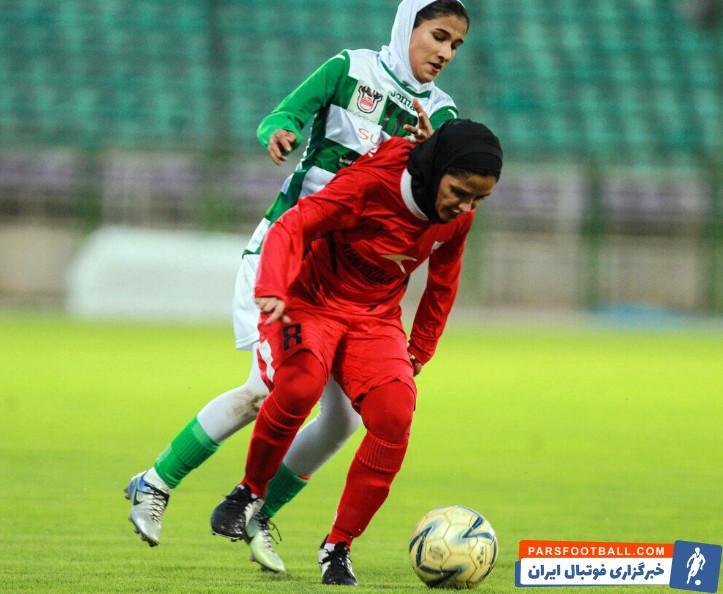 فوتبال ؛ تصویری از حضور تماشاگران مرد در دیدار بانوان شهرداری سیرجان صفر – شهرداری بم
