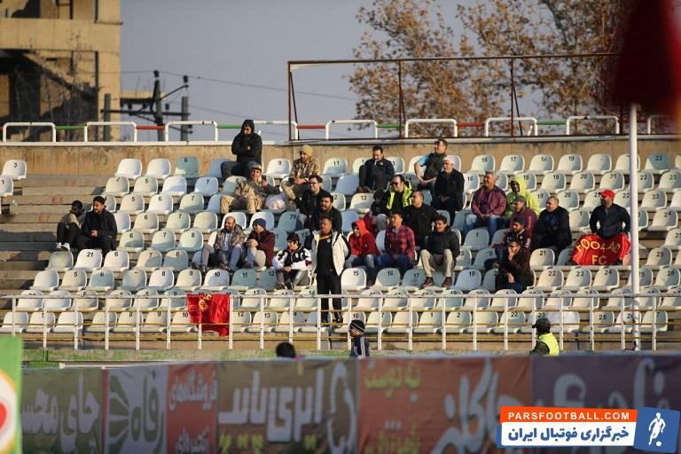 تیم فولاد در حالی به مصاف سایپا رفت، که در ورزشگاه پاس قوامین حدود 30هوادار فولاد  حضور داشتند که در هوای سرد تهران به تشویق تیم محبوبشان پرداختند.