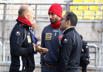 خلیل زاده برای دومین بازی متوالی در ترکیب اصلی پرسپولیس به میدان رفت و در کنار سیدجلال حسینی، زوج خط دفاعی قرمزها را تشکیل داد.