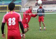 جلال حسینی سیدجلال حسینی و حسین ماهینی دو کاپیتان تیم پرسپولیس هستند سیدجلال حسینی و حسین ماهینی در تمرین تنیس فوتبالی روز گذشته با یکدیگر هم تیمی بودند.