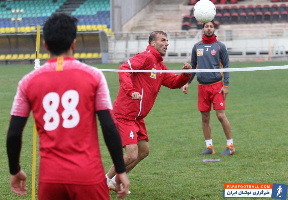 سیدجلال حسینی و حسین ماهینی دو کاپیتان تیم پرسپولیس هستند سیدجلال حسینی و حسین ماهینی در تمرین تنیس فوتبالی روز گذشته با یکدیگر هم تیمی بودند.