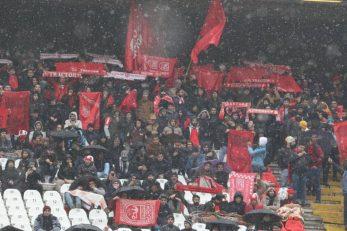 تراکتور ؛ حضور هواداران تراکتور دربارش برف و سرمای شدید در ورزشگاه یادگار امام
