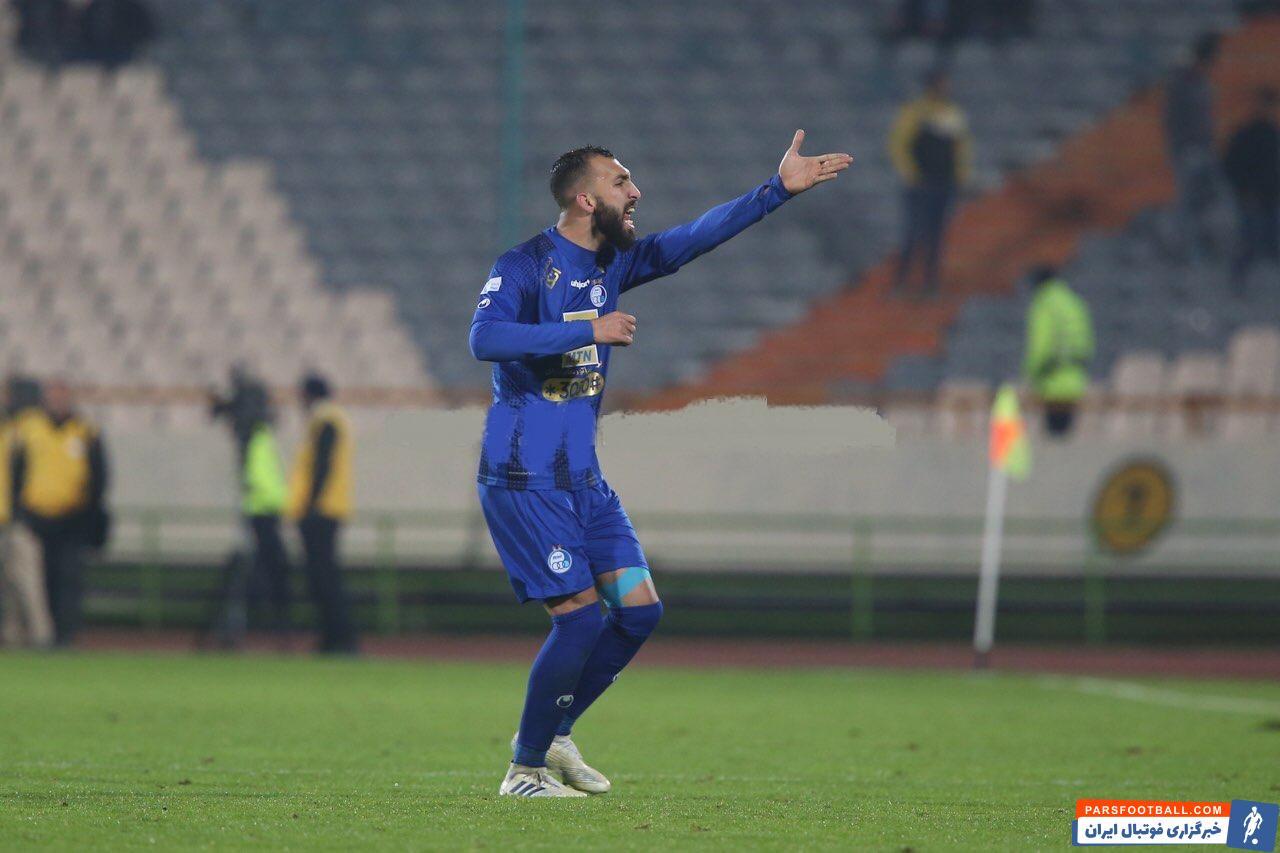 در دقایقی از بازی چشمی سمت صالح مصطفوی رفت و در مورد شرایط استقلال در زمین بازی نکاتی را به او گوشزد کرد تا این تیم بتواند نتیجه پیروزی را حفظ کند.