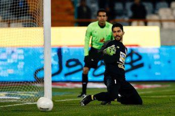 سیدحسین حسینی در بازی پیکان موفق شده بود پنالتی را مهار کند سیدحسین حسینی در بازی با ماشین در مهار پنالتی ناکام بود تا تیمش از حریف خود عقب بیفتند.