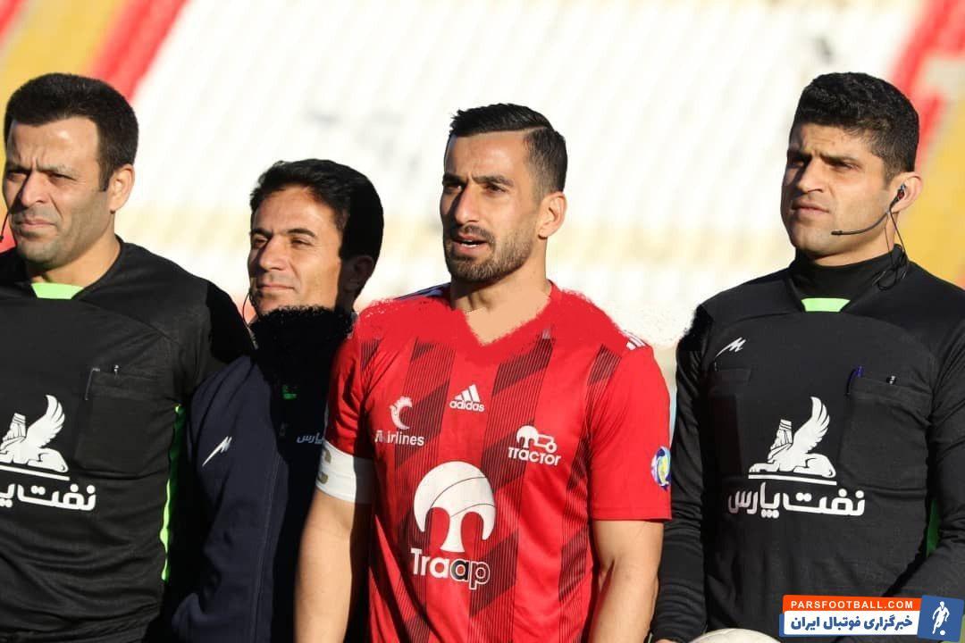 حاج صفی در دیدار تیمش مقابل شهر خودرو بازوبند کاپیتانی را بر بازو بست در حضور مسعود و اشکان بازوبند بر بازوی حاج صفی بسته شد تا کاپیتانی نوبتی باشد.