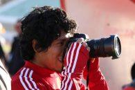در ابتدای دیدار برابر شهر خودرو تصویری از میمبلا ثبت شده که میمبلا را در حال عکاسی با دوربین یکی از عکاسان در ورزشگاه یادگار امام نشان می دهد.
