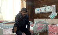 دبیر به همراه پدر و مادر حسن یزدانی نیز در بیمارستان حضور دارند و این قهرمان ملی کشورمان از روحیه بالایی برای انجام این عمل جراحی برخوردار است.