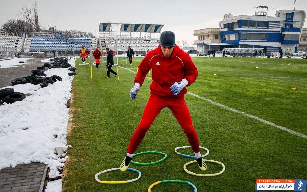 محمدرضا اخباری با وجود اینکه از نظر جسمانی شرایط خوبی دارد، اما در نیم فصل اول لیگ برتر نتوانست بازیهای زیادی برای تراکتور انجام بدهد.