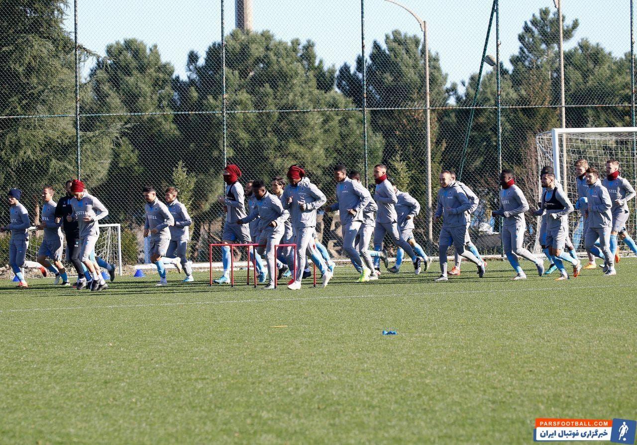 با وجود شایعات درباره کنار گذاشته شدن مجید حسینی از باشگاه ترابزون اسپور اما این ستاره ایرانی در تمرینات امروز تیمش حاضر شد.