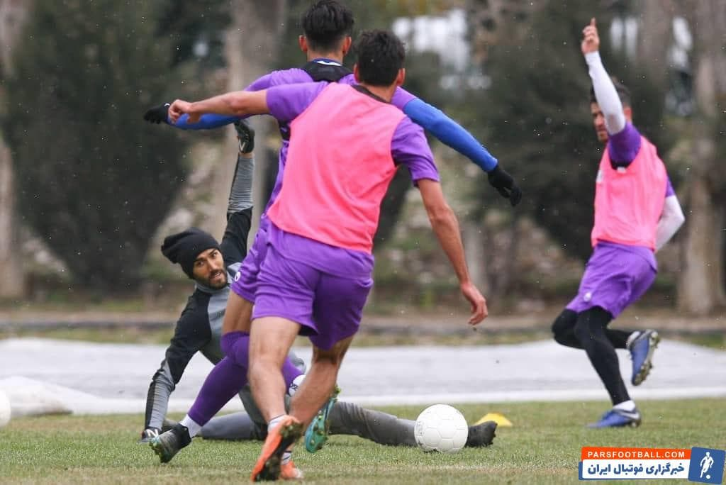 استقلال ؛ تصاویری از تمرین بازیکنان استقلال در هوای برفی تهران