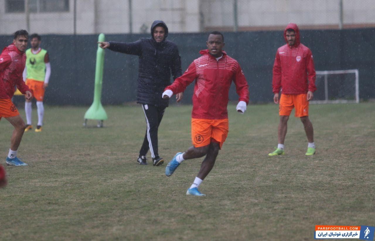 تیم فولادخوزستان صبح امروز و از ساعت 11:30 دقیقه تمرین خود را در زمین شماره 2 باشگاه آغاز کرد.