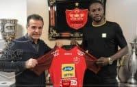 کریستین اوساگوانا بازیکن نیجریهای پس از چندین ساعت مذاکره با محمدحسن انصاریفرد مدیرعامل باشگاه پرسپولیس با عقد قراردادی به این تیم پیوست.