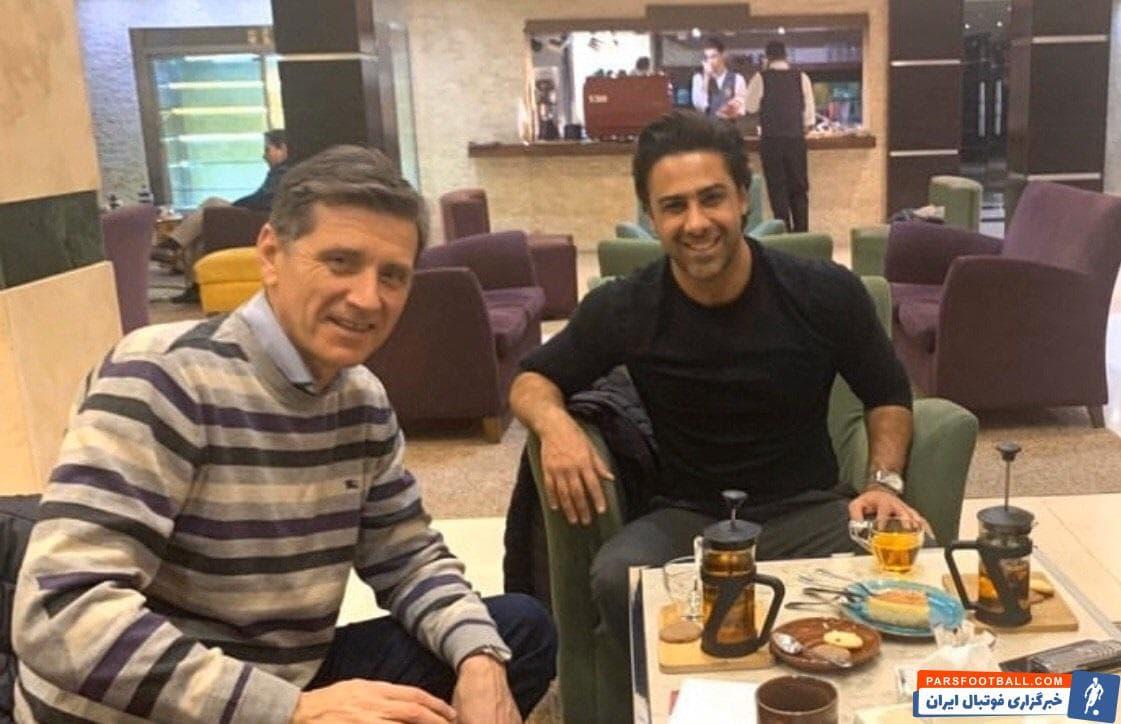 نبوشا میلیشیچ لکیچ ، دستیار جدید فرهاد مجیدی، امشب وارد تهران شد و در هتل محل اقامتش مورد استقبال سرمربی تیم فوتبال استقلال قرار گرفت.