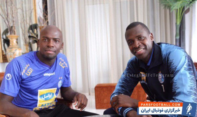 شیخ دیاباته مهاجم استقلال که در بازی دیشب مقابل الکویت دو گل تیمش را به ثمر رساند، با برادرش در هتل میلینیوم دبی دیدار کرد.