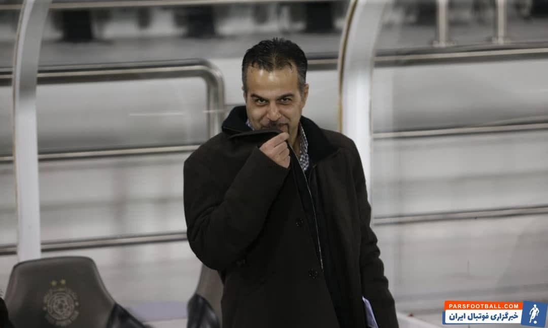 سعید رمضانی سرپرست تیم فوتبال استقلال با بوسیدن کت مرحوم حجازی که مثل بازی قبلی برتن داشت، این پیروزی را به او تقدیم کرد و یاد پدر همسرش را گرامی داشت.