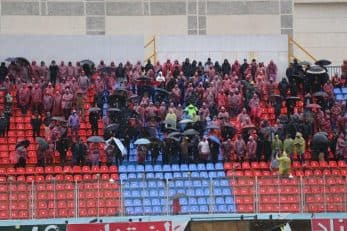 سکوهای استادیوم شهید وطنی قائمشهر هیچ وقت به هنگام برگزاری دیدارهای خانگی نساجی خالی نمی ماند حتی اگر هوا سرد و بارانی باشد.