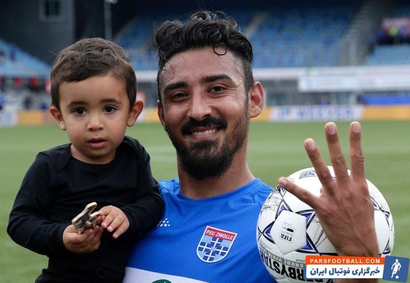 قوچان نژاد رضا قوچاننژاد اولین بازیکن در تاریخ لیگ هلند شد که به عنوان بازیکن تعویضی به زمین بازی آمد و توانست ۴ گل در یک دیدار به ثمر برساند.