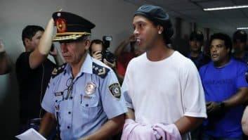 رونالدینیو ؛ قهرمانی تیم رونالدینیو در مسابقات فوتبال در زندان پاراگوئه