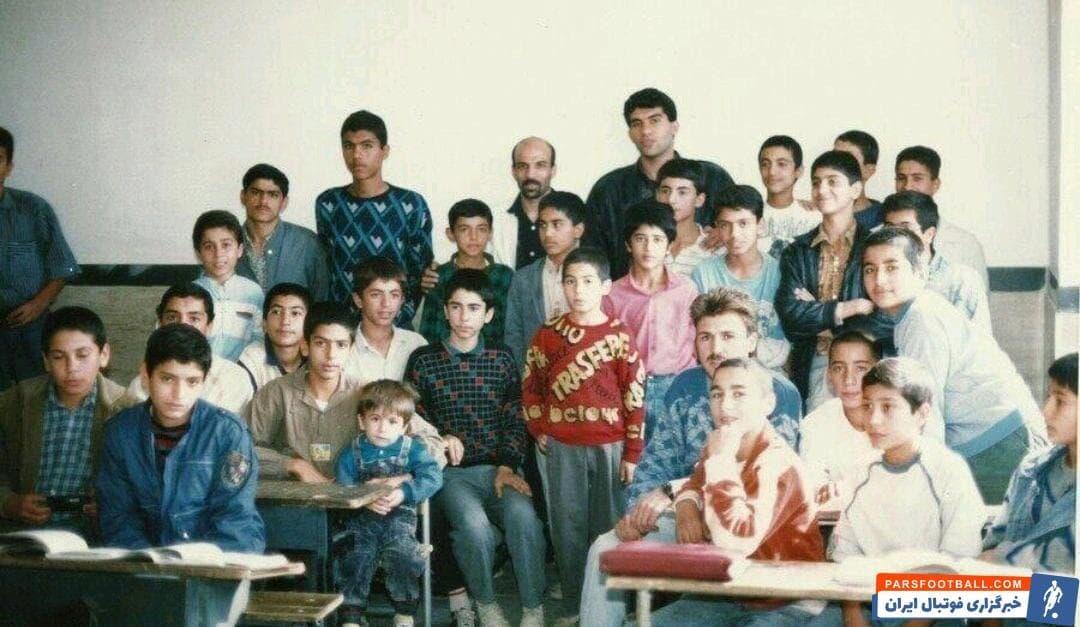 این روزها تصویری قدیمی از احمدرضا عابدزاده به همراه چندتن از بازیکنان استقلال در فضای مجازی مورد توجه قرار گرفته است.