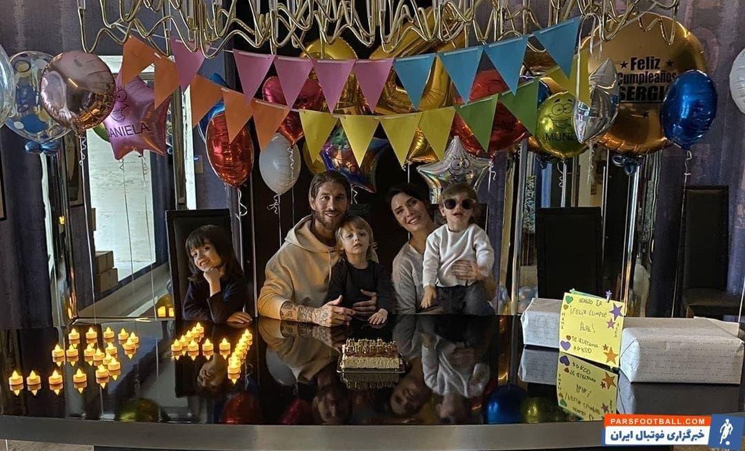 سرخیو راموس کاپیتان رئالمادرید در روزهایی که فوتبالی برگزار نمیشود، جشن تولد ۳۴ سالگیاش را کنار همسرش پیلار روبیو و فرزندانش جشن گرفت.