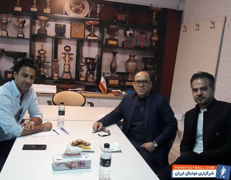پیش از ظهر امروز فرهاد مجیدی سرمربی آبی پوشان در مجموعه ورزشی انقلاب به دیدار احمد سعادتمند مدیرعامل باشگاه رفت و طرفین در این دیدار با یکدیگر گفتگو کردند.