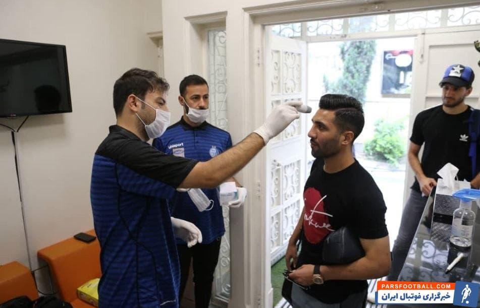 تمرین تیم فوتبال استقلال از روز جمعه هفته پیش آغاز شده است و فرهاد مجیدی تلاش می کند با رعایت پروتکل های بهداشتی تیمش را آماده شروع دوباره لیگ برتر کند.