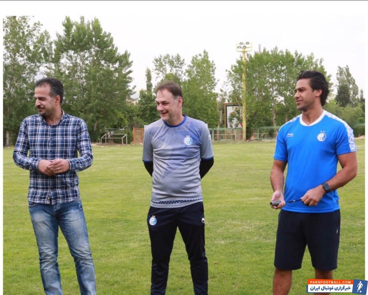 بازیکنان استقلال پیش از شروع تمرین دیروز استقلال دور هم جمع شدند و با دست زدن برای سعید رمضانی و مجید نامجو مطلق تولد آنها را تبریک گفتند.