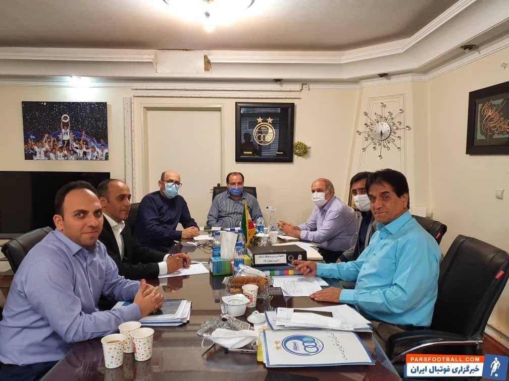 جلسه مربوط به خصوصی سازی باشگاه استقلال بعد از ظهر دیروز در دفتر احمد سعادتمند مدیر عامل باشگاه استقلال برگزار شد.