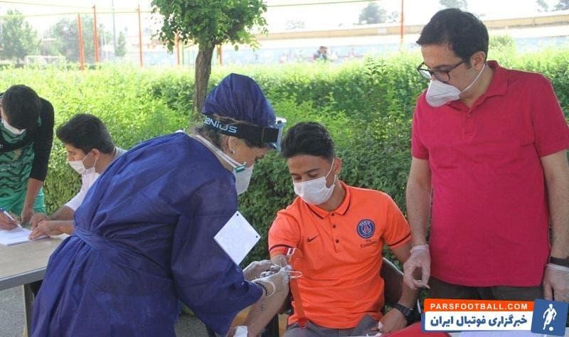 بازیکنان و کادر فنی تیم فوتبال نساجی مازندران با حضور در ورزشگاه کارگران تهران پیش از آغاز تمرینات این تیم مورد معاینه پزشکی قرار گرفتند و تست کرونا دادند.