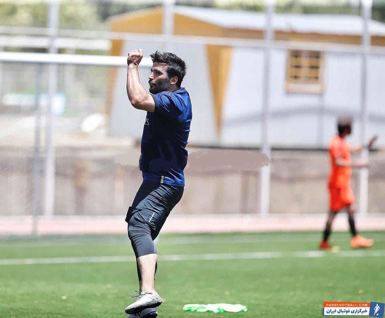 کاظمیان بعد از گل این چنین به سبک کریستیانو رونالدو خوشحالی کرد تا علاقه اش به ستاره پرتغالی و همچنین اهمیت گلزنی به تیم علی کریمی را نشان دهد.