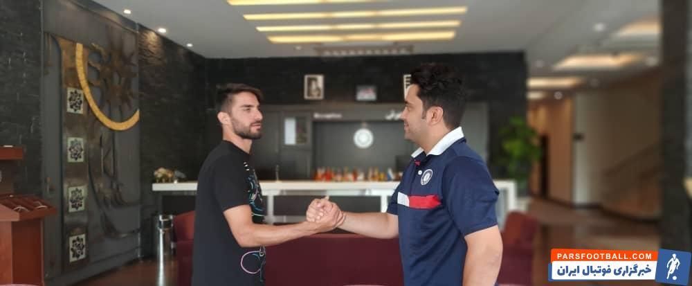 میلاد محمدی و برادرش در حالی که به گفته خودشان ، به بازی در لیگ دسته دو هم راضی بودند برای انجام تست و اتفاقی به باشگاه راه آهن می روند
