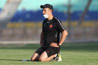 یحیی گلمحمدی در بازگشت به پرسپولیس نیز چند بازی با این ژست در کنار زمین دیده شد و حالا همین فرم را در تمرین نیز از خود نشان داده است.