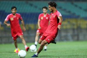 در این دیدار نیز علی علیپور مهاجم نوک تیم یحیی گل محمدی خواهد بود و امیدوار است که هشتمین گل فصل خود را در این دیدار حساس به ثمر برساند.