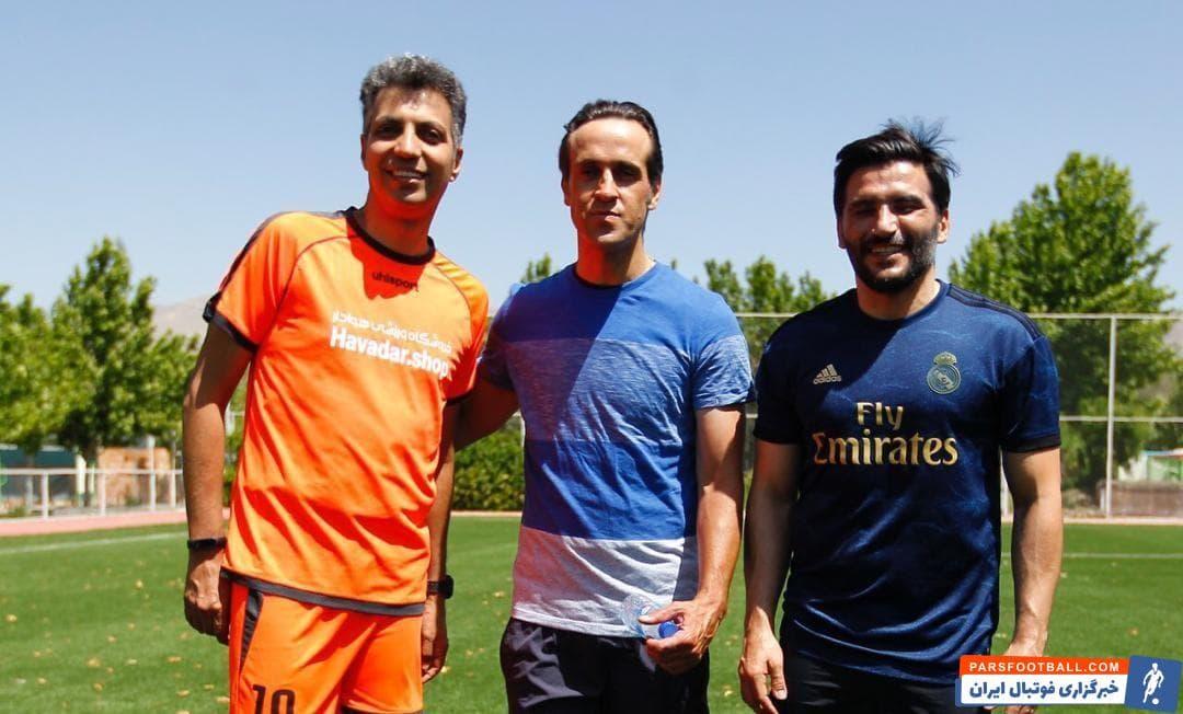 آخرین تمرین تیم رسانه ورزش که عادل فردوسیپور کاپیتان آن است علی کریمی هم در تمرین این تیم حضور پیدا کرد و با آنها تمرین کرد و البته عکس یادگاری هم گرفت.