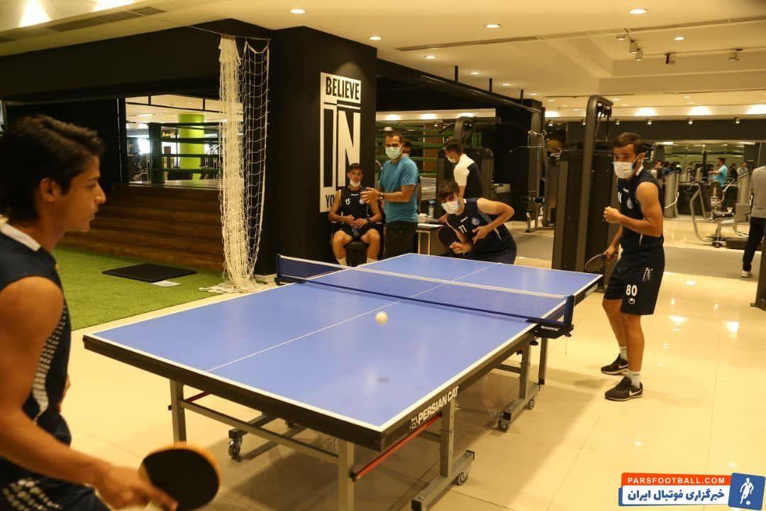 تنیس روی میز بازیکنان باشگاه استقلال پیش از کار با وزنه