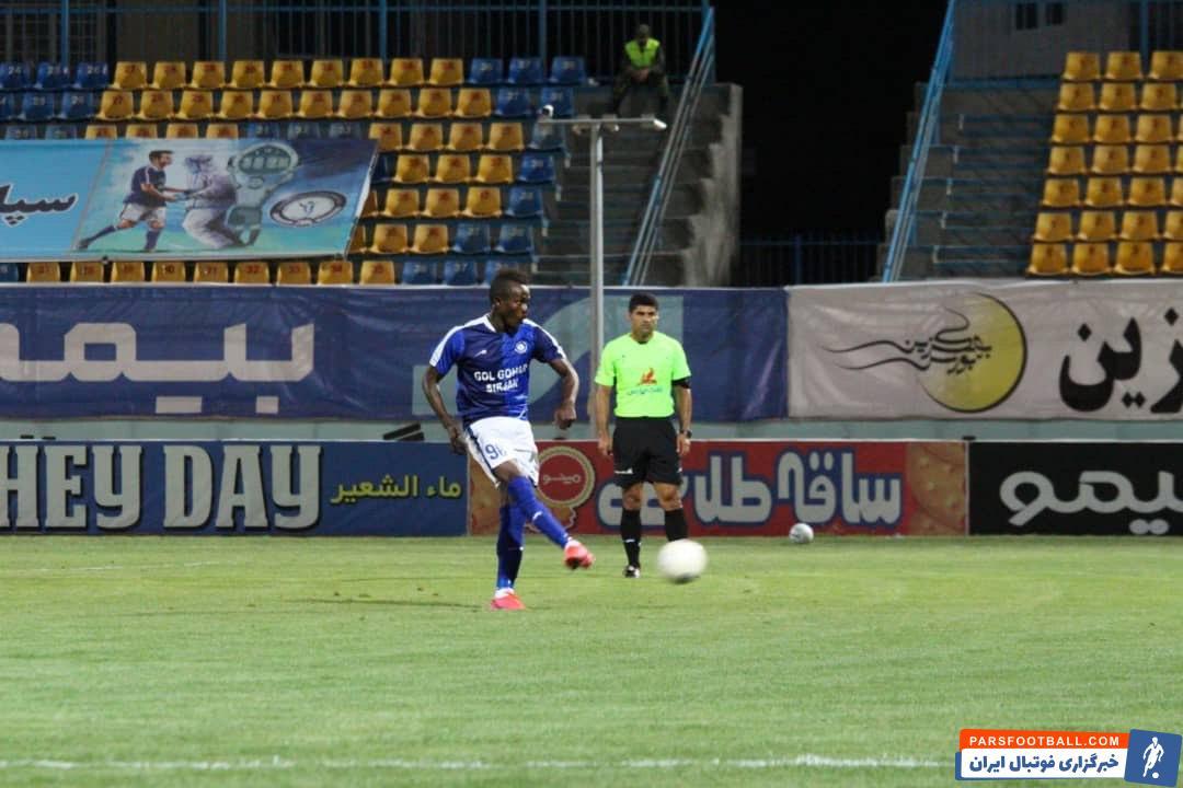 گادوین منشا بعد از دو بازی که نمایشی دور از انتظار داشت شب گذشته و برابر شاهین بوشهر یکی از بهترین بازیکنان زمین بود و یک گل هم زد.