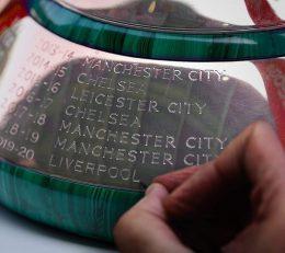 حک شدن نام لیورپول بر جام قهرمانی انگلیس