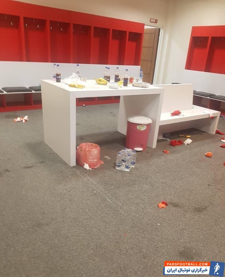 باشگاه ماشین سازی با انتشار عکسی از وضعیت رختکن بعد از خروج اعضای پرسپولیس به گلایه نسبت به موضوع عدم نظافت آن پرداخت.