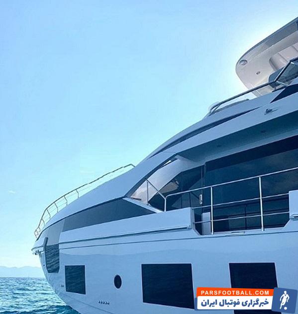 رونالدو این روزها در قایقی ۶ میلیون یورویی به تعطیلاتش میپردازد قایق رونالدو دارای ۵ کابین، ۶ حمام، ۲ سالن گردهمایی است.