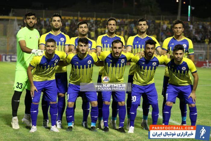 تمرین تیم فوتبال نفت مسجد سلیمان برای بازی نیمه نهایی جام حذفی مقابل تراکتور برگزار شد.