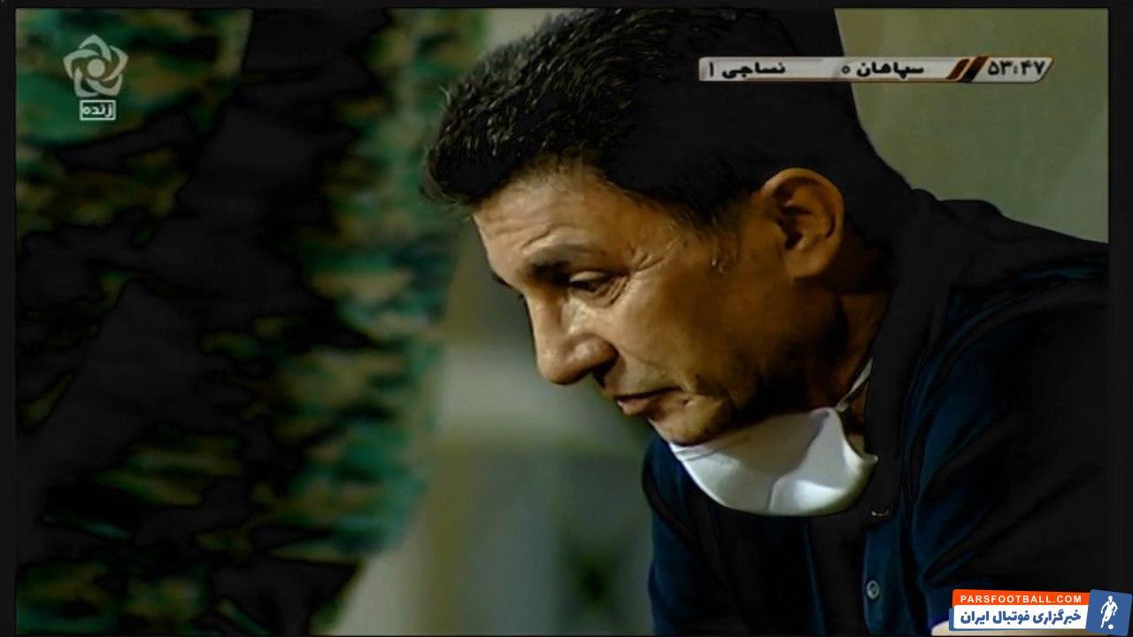 این تصویر به خوبی نشان می دهد که تیم فوتبال سپاهان و در راس این تیم امیرقلعه نویی شرایط خوبی ندارد و از نوع بازی تیمش راضی نیست.